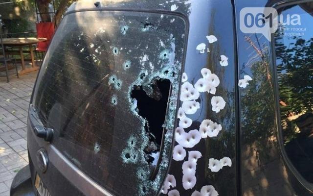 В Запорожье обстреляли внедорожник прямо посреди белого дня