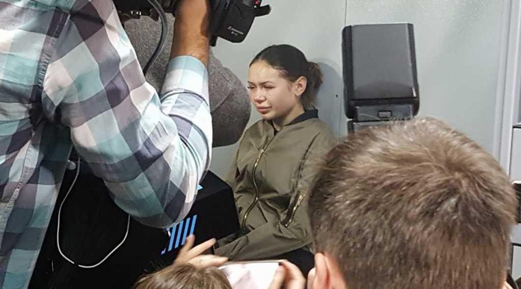 «Под давлением этих лиц»: стало известно, что сразу после задержания Зайцевой в следственный отдел ворвались 50 неизвестных