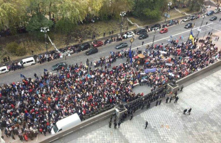 В Киеве собирается толпа на протест под Кабмином, узнайте причину