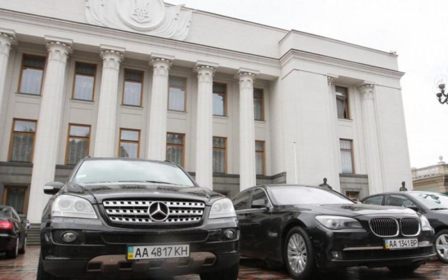 Украинцы заставят депутатов пересесть на авто отечественного производства