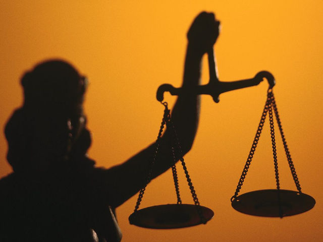 И на судебную реформу им безразлично! На взятке попались судья и секретар… Так долго решали их судьбу?