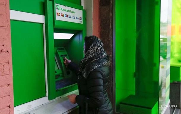Украинцев охватывает паника: с карт украинских банков исчезают крупные суммы денег