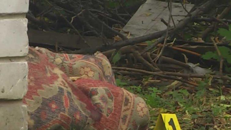 Замотанная в ковер: в Чернигове нашли труп молодой женщины прямо в центре города