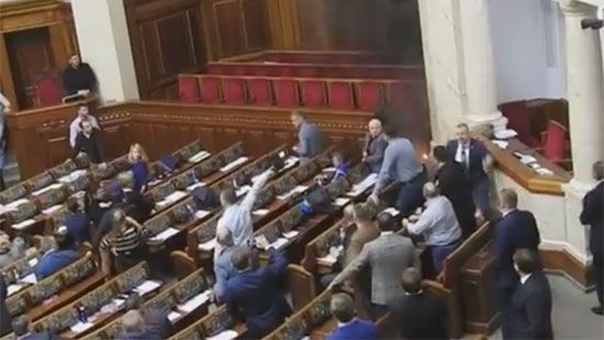 «Лови наркоманов!»: В результате драки в Раде Семенченко получил по голове