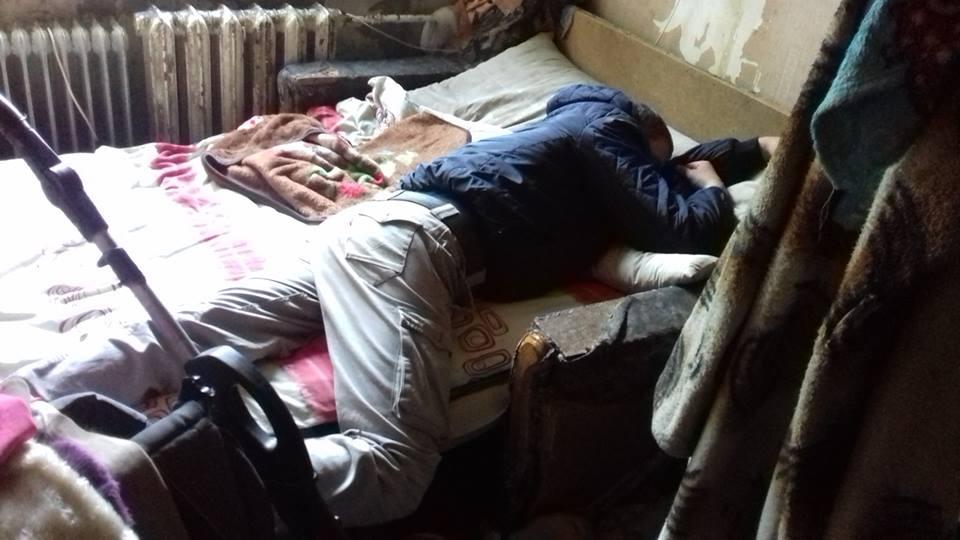 Две недели дети голодала: Горе-мать покинула трех малолетних детей на сожителя-алкоголика