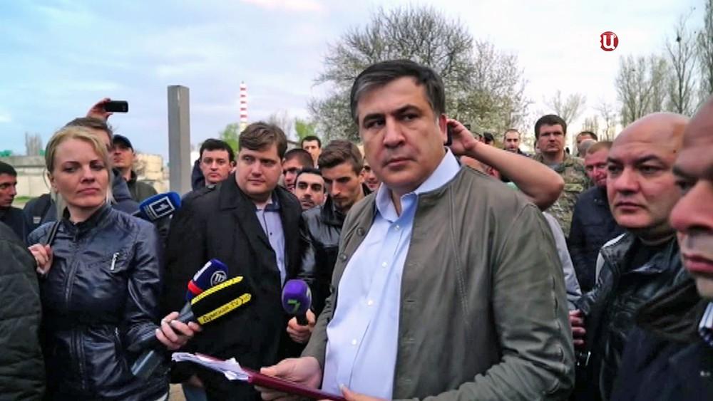 В Харькове Саакашвили «сбежал» от своих сторонников, не захотев отвечать на неудобные вопросы. Опубликовано видео