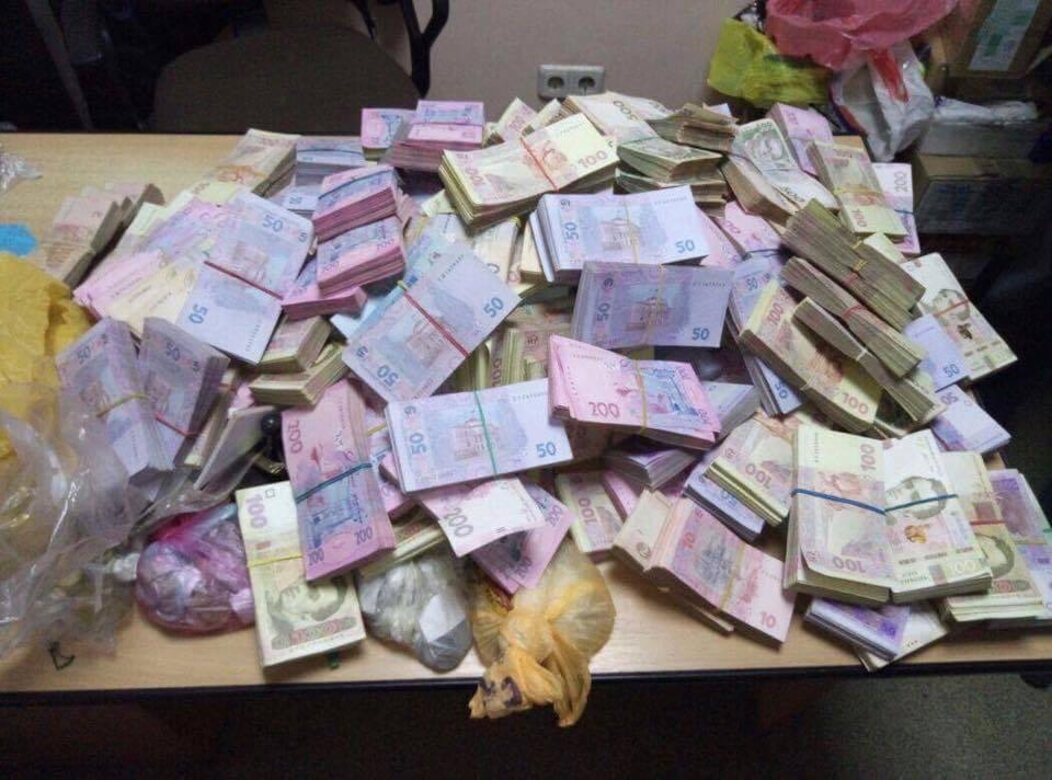 Там было все: На Черниговщине разоблачили конвертационный центр с оборотом более 200 млн гривен