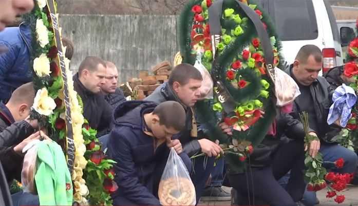 «Очень хотел детей …»: В Винницкой области на коленях провели в последний путь охранника Мосийчука