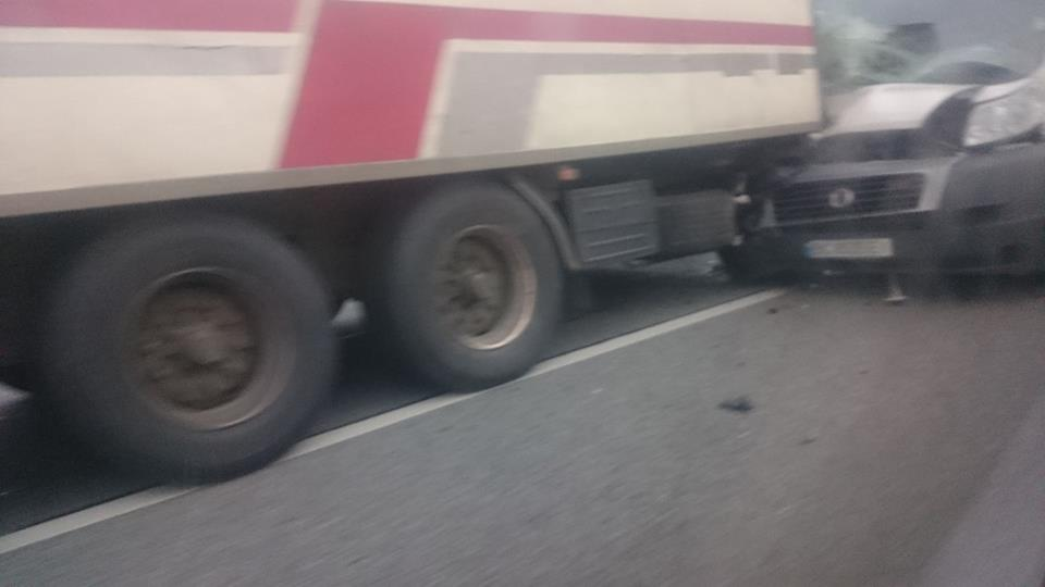 Очередное ДТП под Львовом: Легковушка влетела в грузовик (ФОТО)