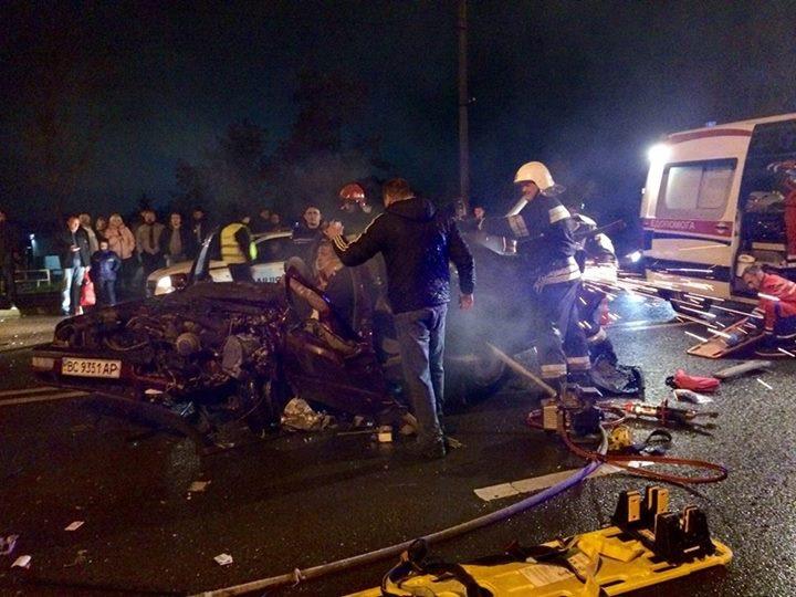 Жуткое ДТП во Львове: в результате столкновения автомобилей пострадал ребенок (ВИДЕО)