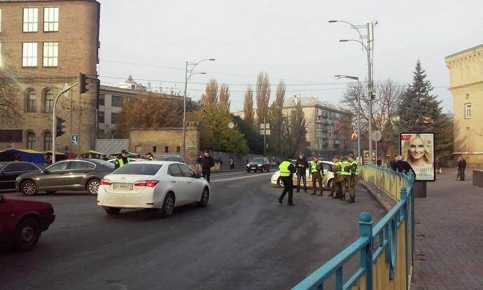 Возле Верховной Рады частично восстановили движение транспорта