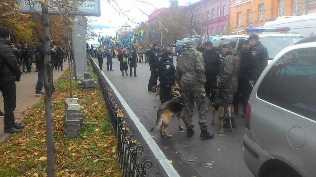 5 тыс человек и полиция: В центр Киева стянули сотни нацгвардийцев и правоохранителей