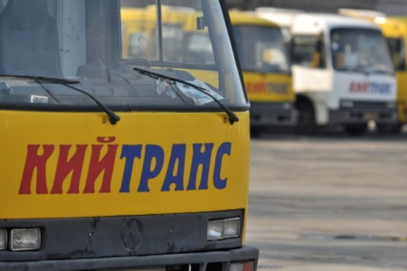 Избили прямо в салоне: Активисты устроили самосуд водителю маршрутки (Видео)