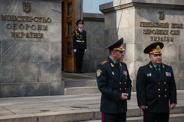 «Рассматривать как некий ответ на критику Генштаба..»: В министерстве обороны готовятся к увольнениям