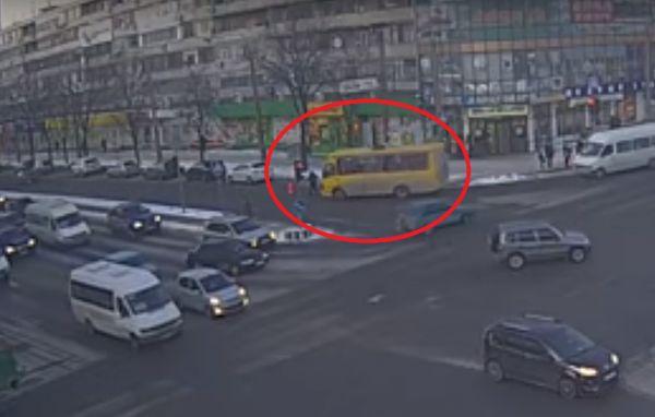 «Заплатит 300 тисяч…»: Появилось решение суда по водителю запорожской маршрутки