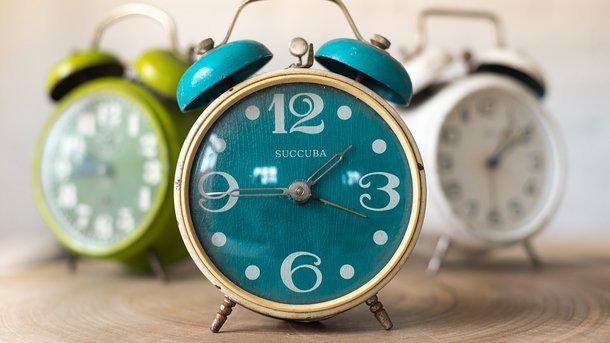 СЕГОДНЯ переходим на зимнее время! Когда и в какую сторону переводят часы. НЕ ЗАБУДЬТЕ