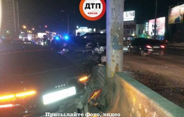 «Столкнулись аж 4 машины»: Ночная ДТП в Киеве, есть пострадавшие