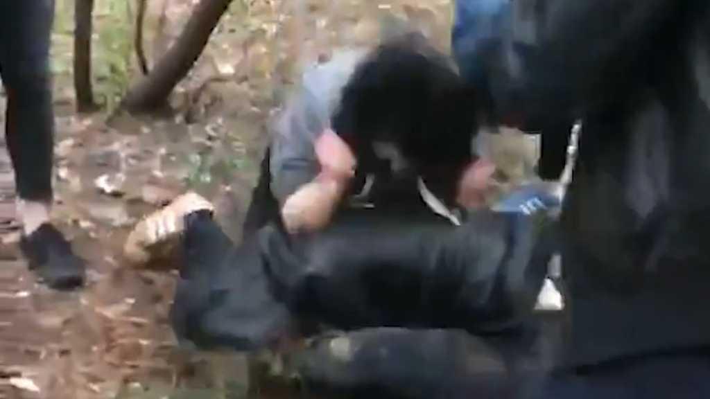 На глазах родственников и соседей: подростки избили подругу до полусмерти за 500 гривен