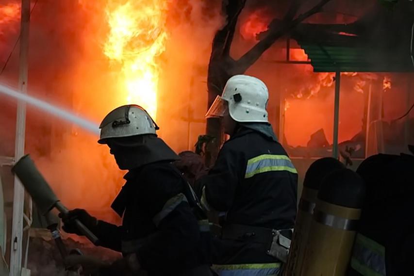 В Сарнах произошел масштабный пожар