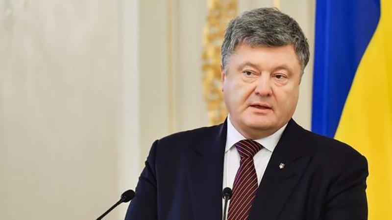 «Врет, ворует, бухает … это плевок в будущее Украины»: Известный политолог жестко раскритиковал Порошенко