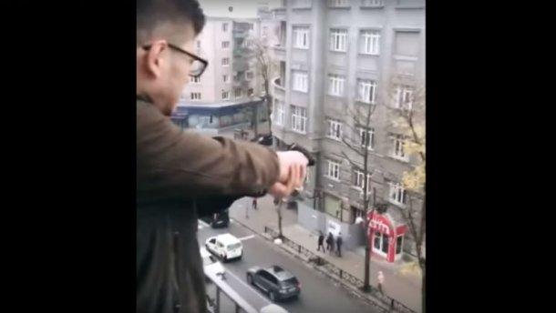 Жуткое развлечение: Подросток с балкона многоэтажки расстреливал людей