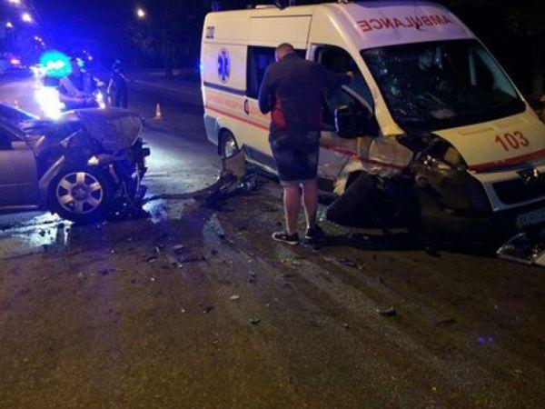 В столице произошло ДТП с участием скорой помощи, есть пострадавший