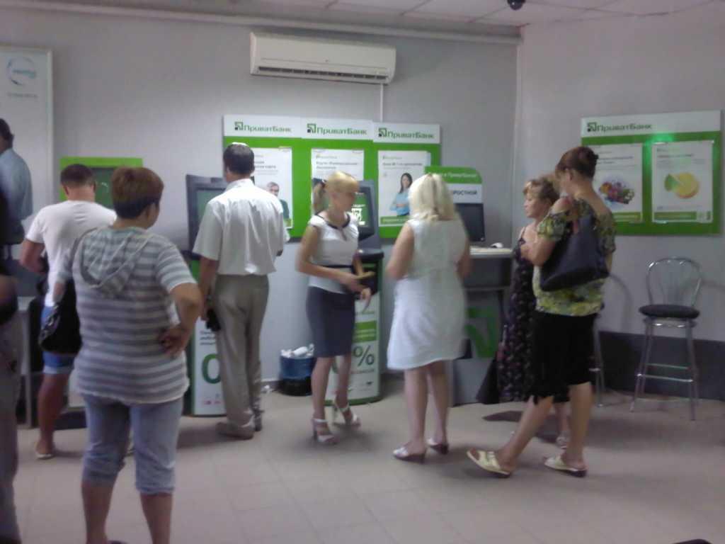 «Б **дей в банк больше не приводить…»: Работники Привата пригласили на корпоратив стиптезерку (ВИДЕО)
