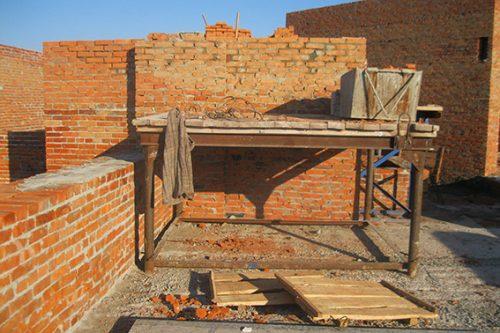 В Умани строитель упал с 10-го этажа и разбился насмерть