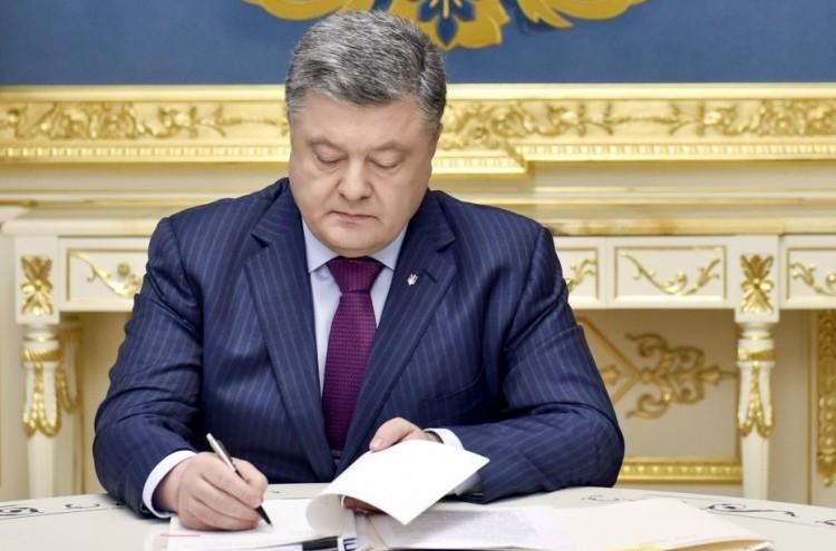 «От одной то трех тысяч гривен ..»: Узнайте кому и сколько будет выплачено премий по случаю Дня защитника Украины