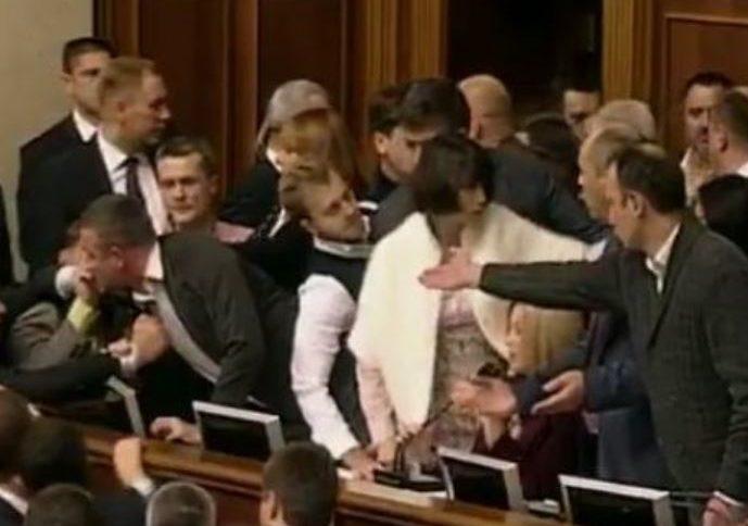 Демократия выглядит так? Массовые беспорядки в Раде и блокирование президиума