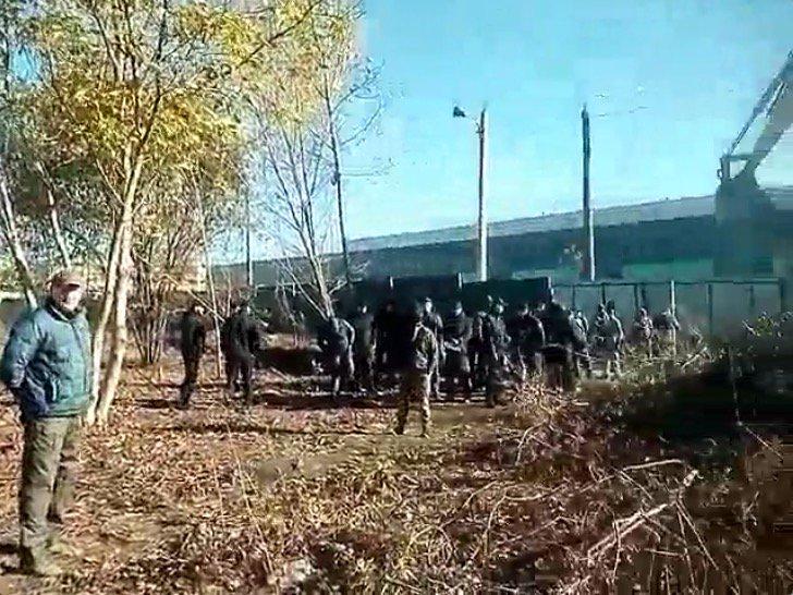В Одессе «титушки» в балаклавах пытались захватить военную часть