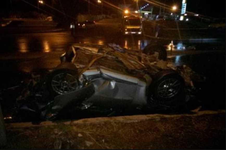 «Автомобиль разрезало пополам, водитель скончался на месте»: В Харькове тройная ДТП. Фото с места аварии