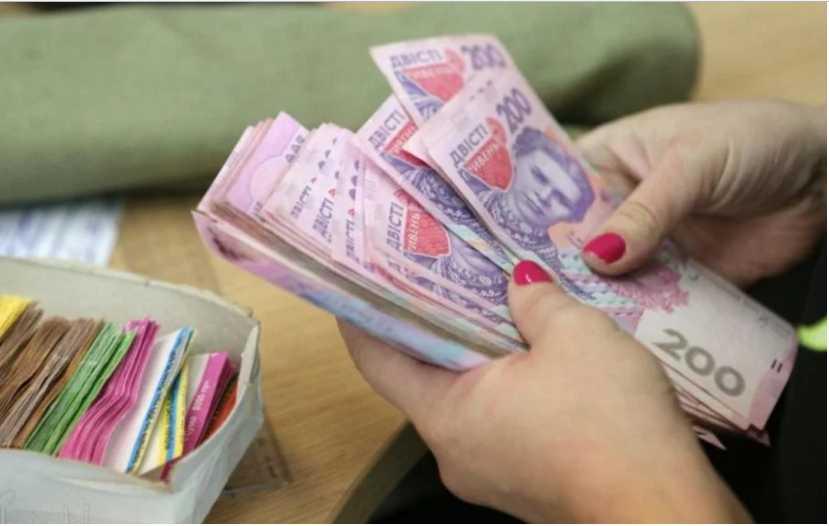 Выросла задолженность по зарплате: кому в Украине платят хуже