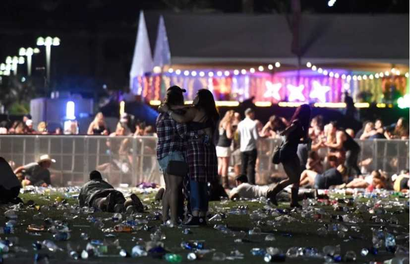 Умирали на руках зрителей …. очевидцы рассказали жуткие детали бойни на концерте в Лас-Вегасе. От этих слов сердце разрывается