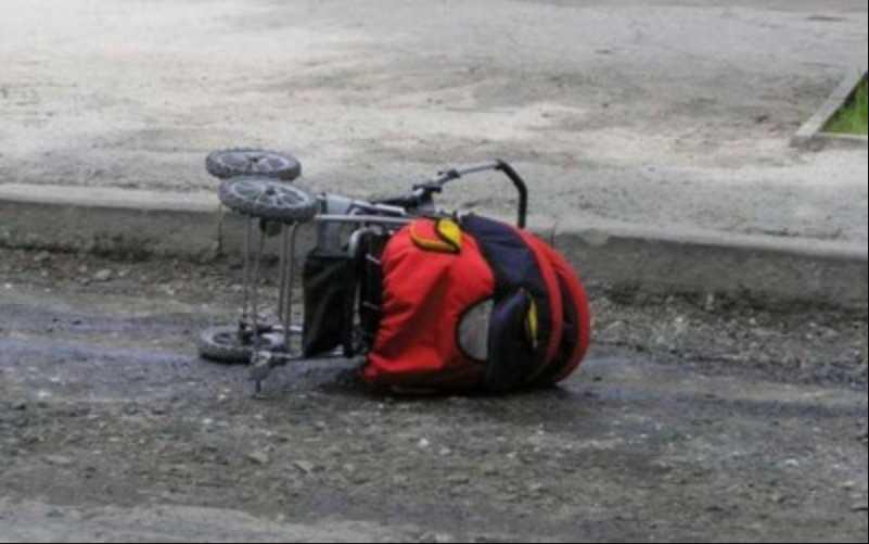 Неожиданная находка: На Полтавщине у дороги стояла коляска с младенцем