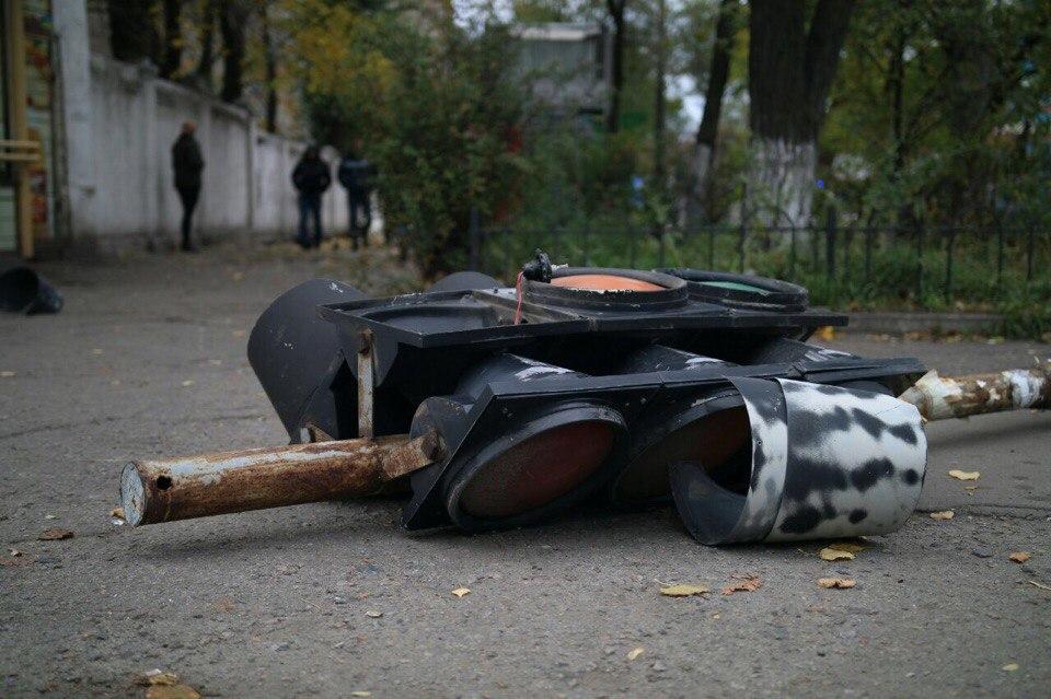 В Днепре произошло ДТП: автомобиль врезался в светофор