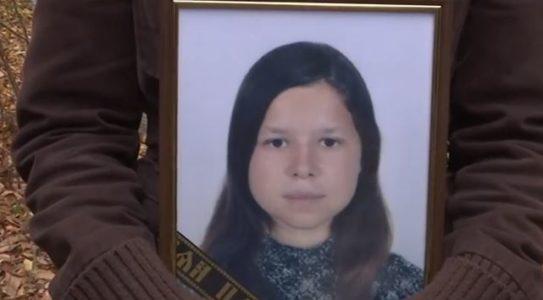 «Я бы вернула смертную казнь…»: Сестра погибшей 17-летней не смогла сдержать эмоций на похоронах
