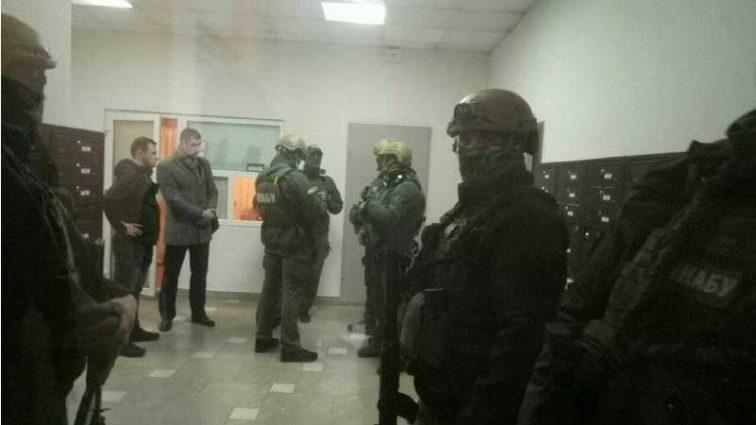 «Еще помахал прессе рукой» В сети показали видео задержания сына Авакова