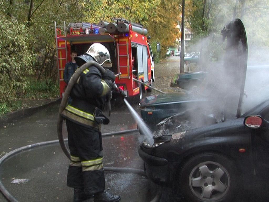 В Брюховичах вспыхнул автомобиль, который с трудом потушили