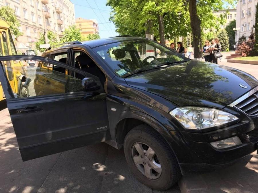 «Вытащили из машины и жестоко избили»: стало известно о нападении на известного депутата