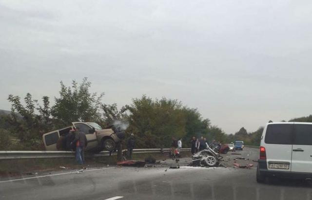 «Авто разорвалось пополам»: Страшное ДТП на Закарпатье, есть пострадавшие