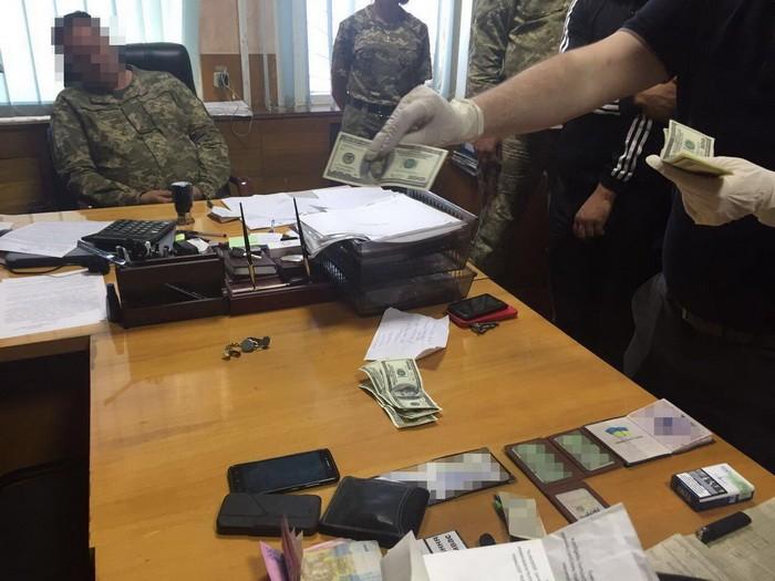 Военная прокуратура задержала на взятке полковника ВСУ