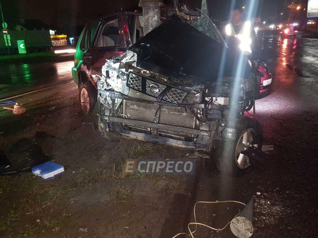 ДТП в столице: Авто врезалось в столб, остался один металлолом