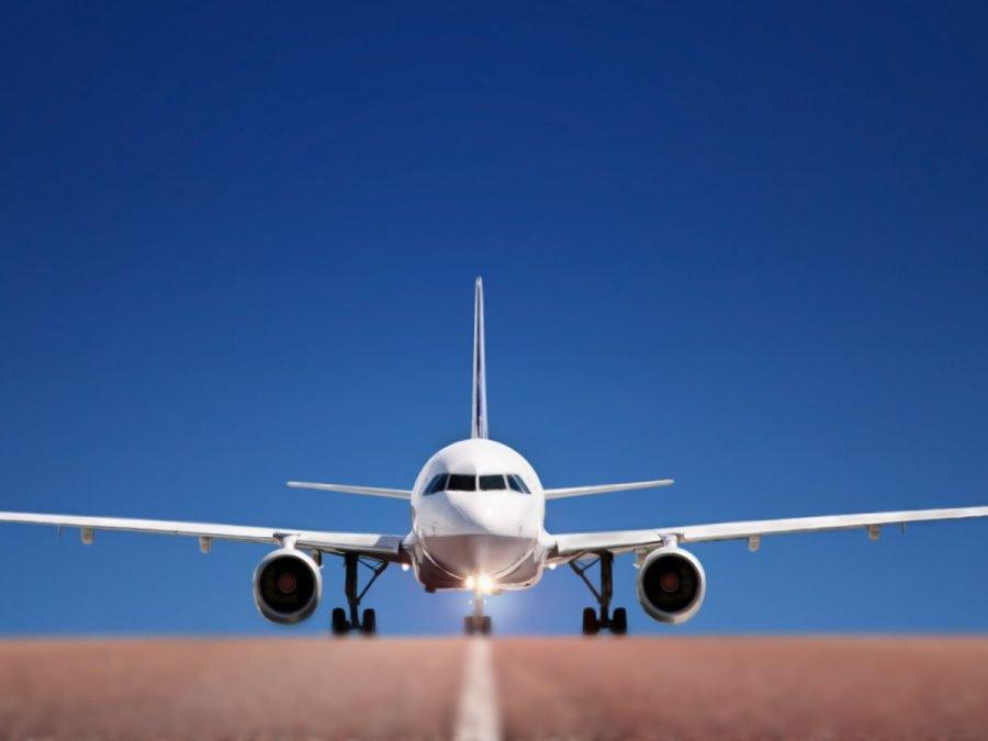 Пилот совершил аварийную посадку большого лайнера в опасных условиях (ВИДЕО)