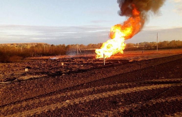 20-метровый столб огня: Взорвался магистральный газопровод (ВИДЕО)