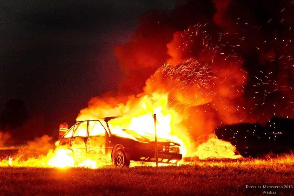 Будьте осторожны!!! В центре Киева сожгли два автомобиля, от подробностей мороз по коже