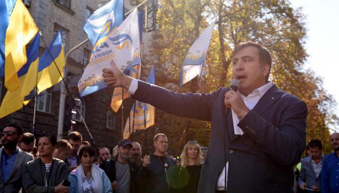 Ситуация становится напряженной: Саакашвили призывает людей требовать отставки Порошенко
