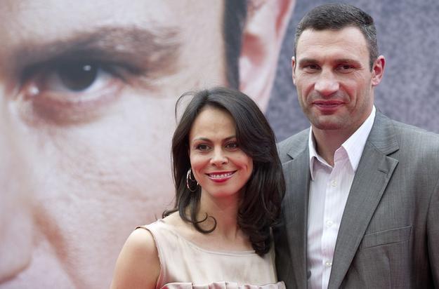 Нагастролила! Жена Кличко вернулась в Киев абсолютно другой, ей очень идет