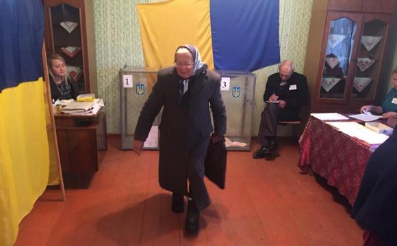 76-летняя бабушка пришла на выборы с ID-паспортом чем шокировала односельчан