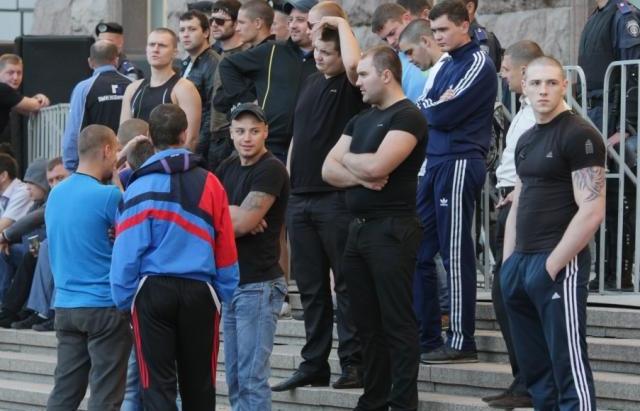 Что же там происходит??? Только что в Одесскую мэрию привезли полный автобус «титушек»